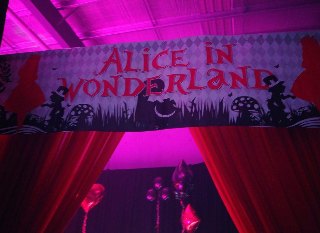 Entrance Banner - Alice In Wonderland