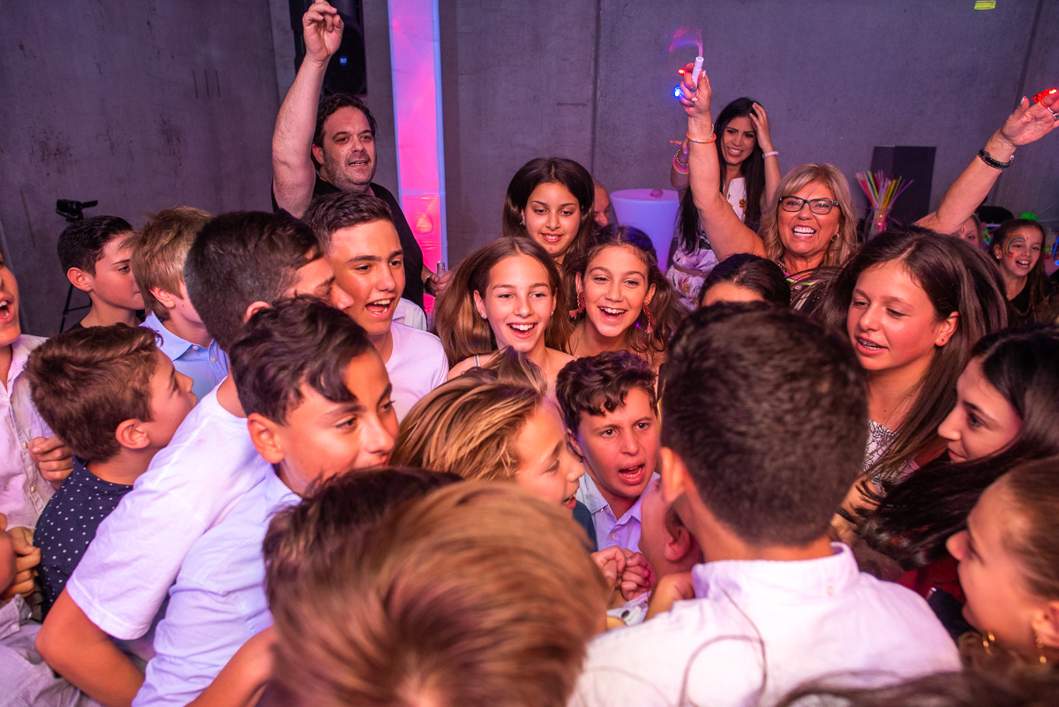 kids having a good time during bat mitzvah with party hire products by feel good events