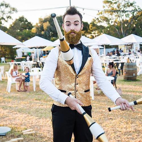 roving act juggler