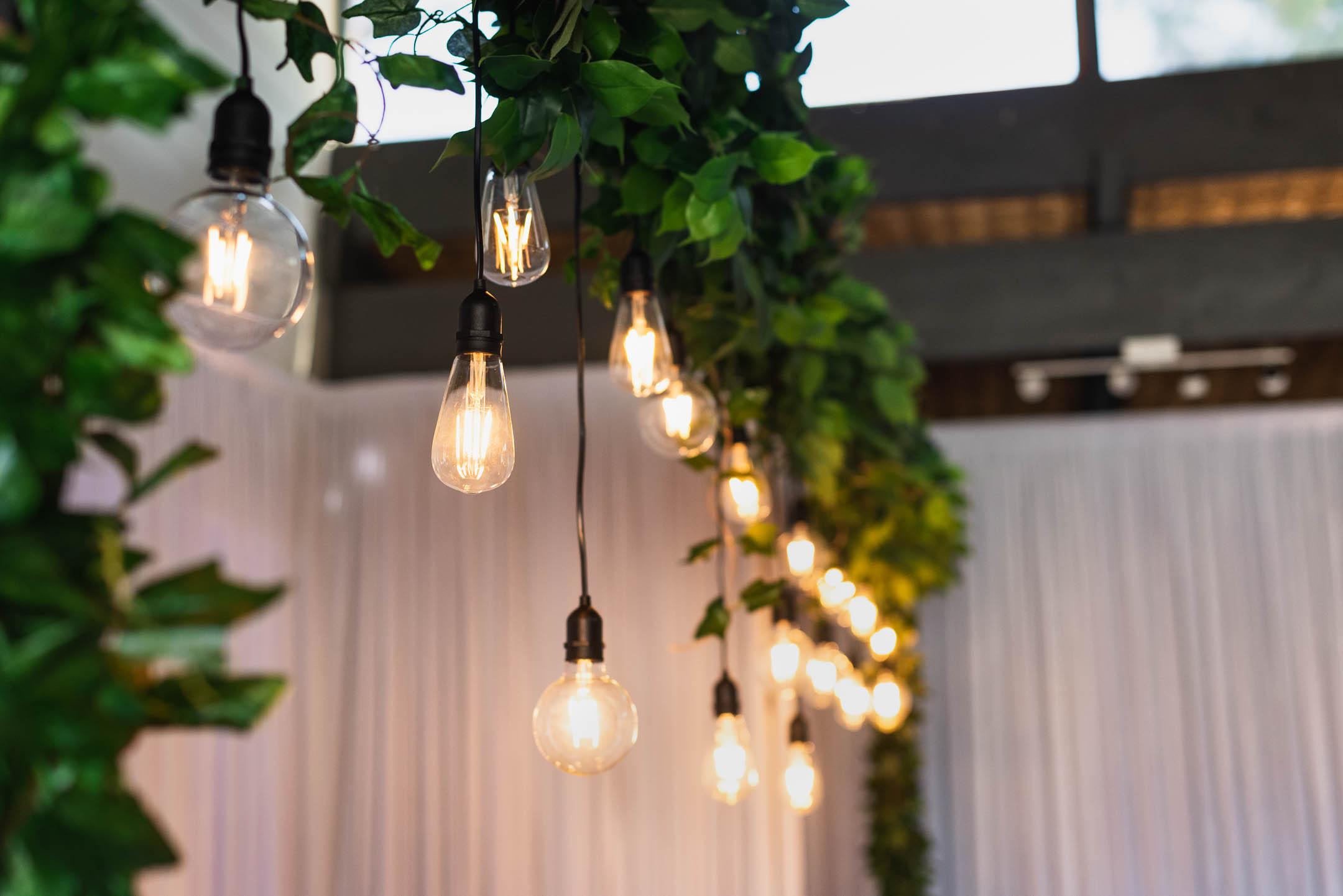Fergusson winery bridal table lighting
