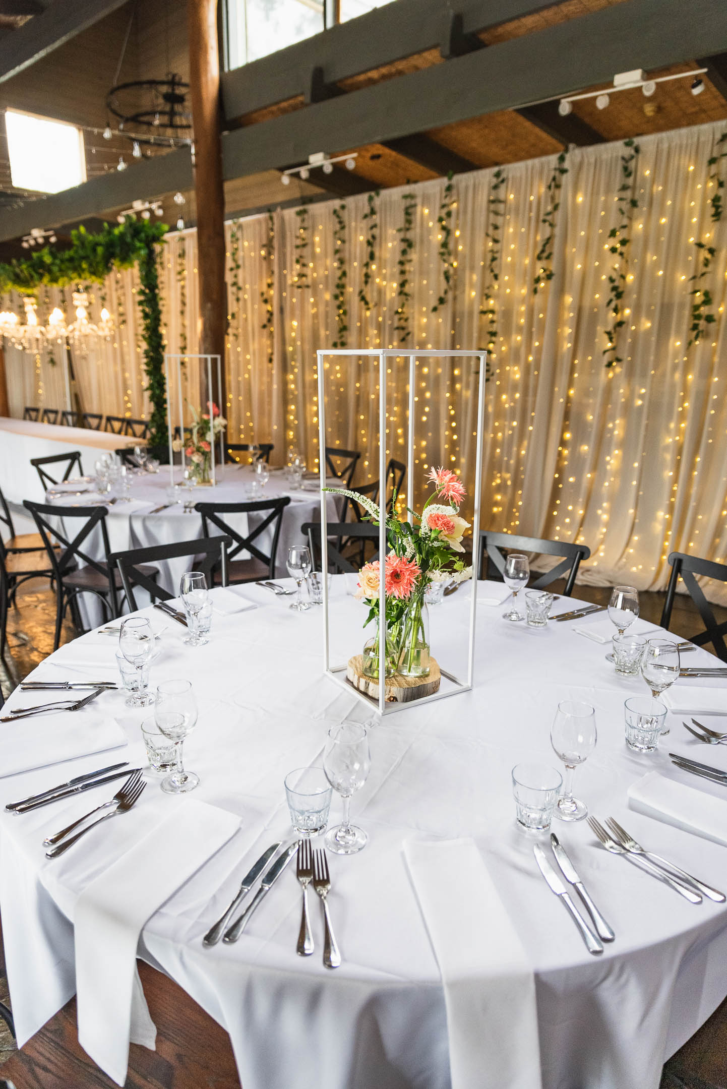 Fergusson winery wedding with round tables